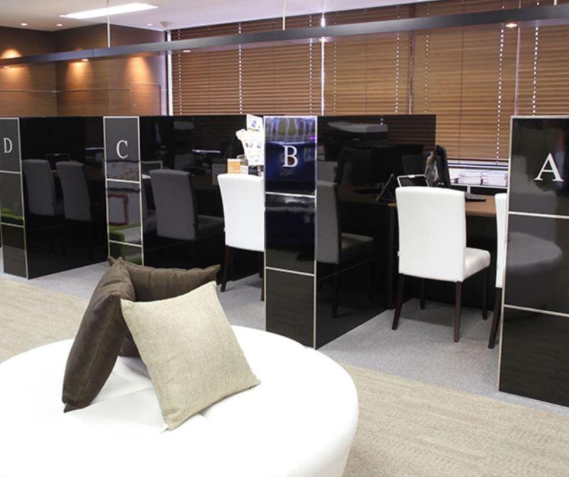 日本企業開発支援株式会社「おとくケータイ.net」の店内の写真