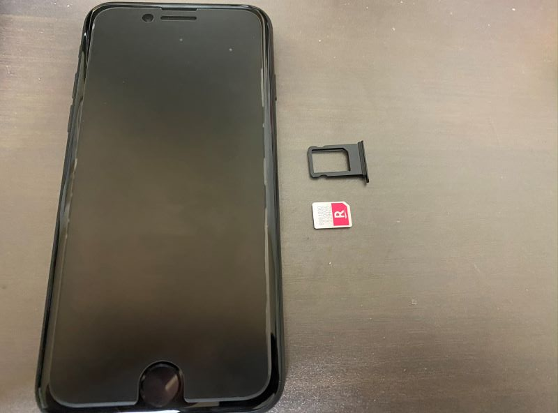 楽天SIMをiPhoneSE2に差す