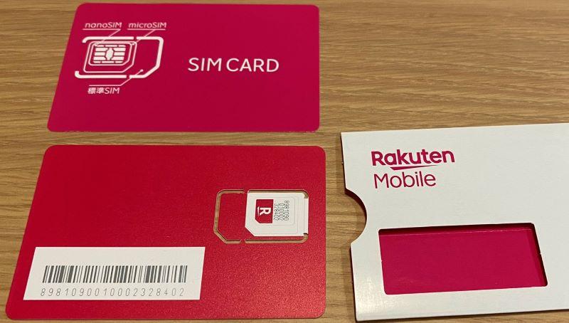 楽天のSIMカードのサイズは3サイズに調整できるので、iPhoneの場合は一小さいnanoSIMにくり抜く